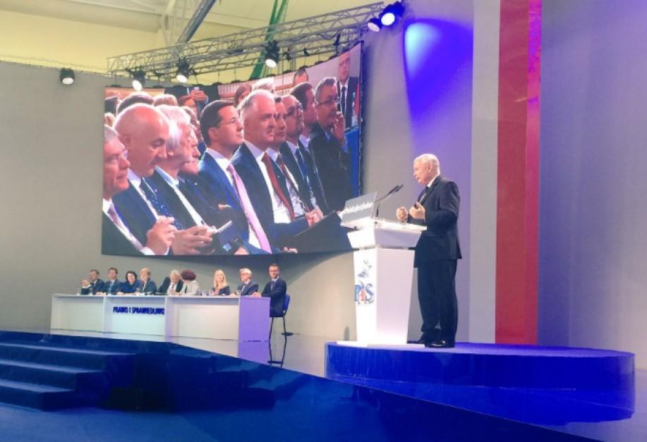 Jarosław Kaczyński poddał w wątpliwość funkcjonowanie JOW-ów w mniejszych gminach podczas konwentu PiS w sobotę, 1 lipca. (fot. PiS/Twitter)