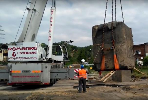 Ruda Śląska. Drogowcy przenieśli 70-tonowy schron