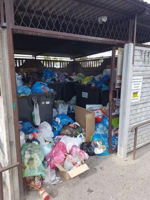 Śmieci zalegają w mieście (fot.SMC)