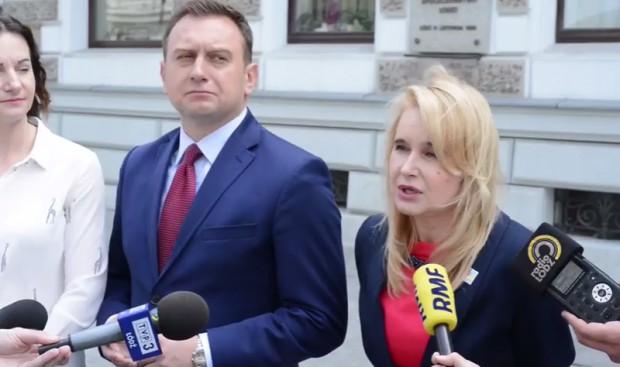 Minister przywiozła do Łodzi sto etatów i 17 mln zł. Radna: Z tych prezentów niewiele zostało (wideo)