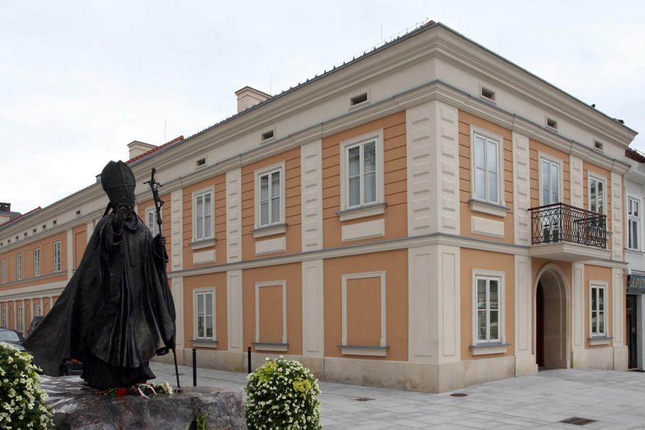 Muzeum Dom Rodzinny Jana Pawła II zaprezentuje dary papieża Benedykta