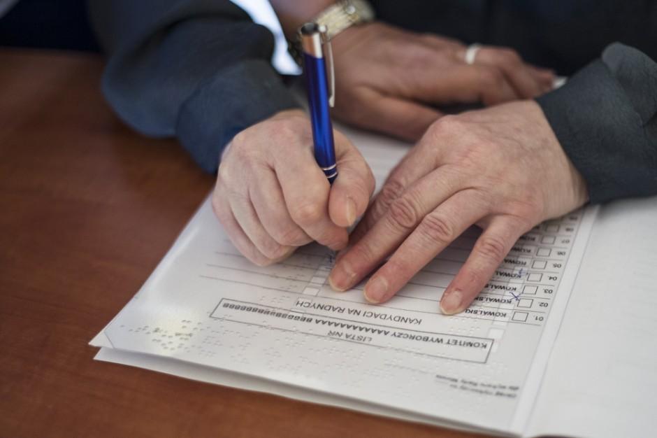 """Krajowe Biuro Wyborcze: prawie tysiąc """"działań wyborczych"""" w samorządach"""