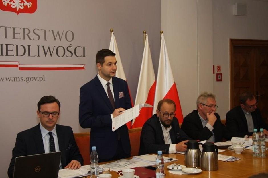 Komisja weryfikacyjna. Jaki i Hanna Gronkiewicz-Waltz wymieniają razy po pierwszej decyzji