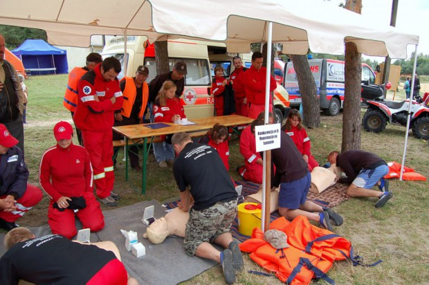 Resort zdrowia: 800 zł dodatku i podwyżki od pracodawców wypełniłyby postulaty ratowników