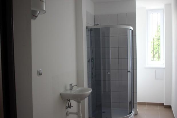 Ruda Śląska: pierwsze rodziny dostały klucze do nowo wyremontowanych mieszkań socjalnych