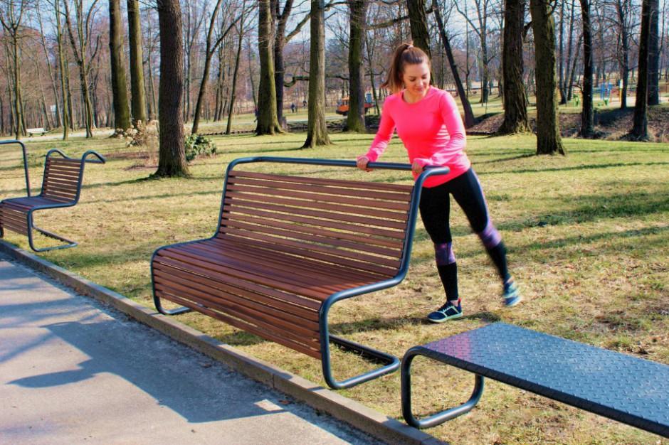 Fitness ławeczki jako tańsza alternatywa dla siłowni pod chmurką. Miasta się skuszą?