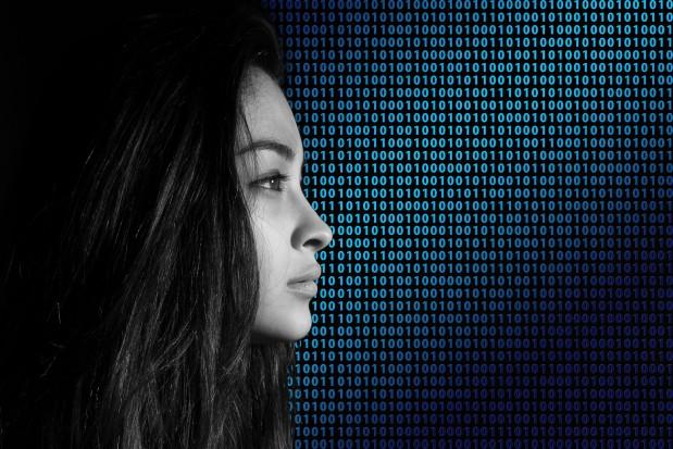 Kobiety wykluczone cyfrowo. Jak to zmienić?