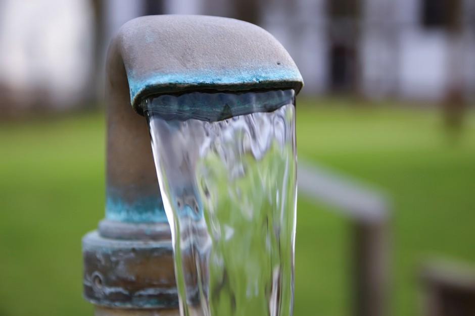 Prawo wodne. Wiceminister punktuje regionalne wodociągi. Obrywa się też marszałkowi