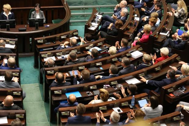 Referendum oświatowe: za Kukiz'15, N, PO i PSL; przeciw PiS