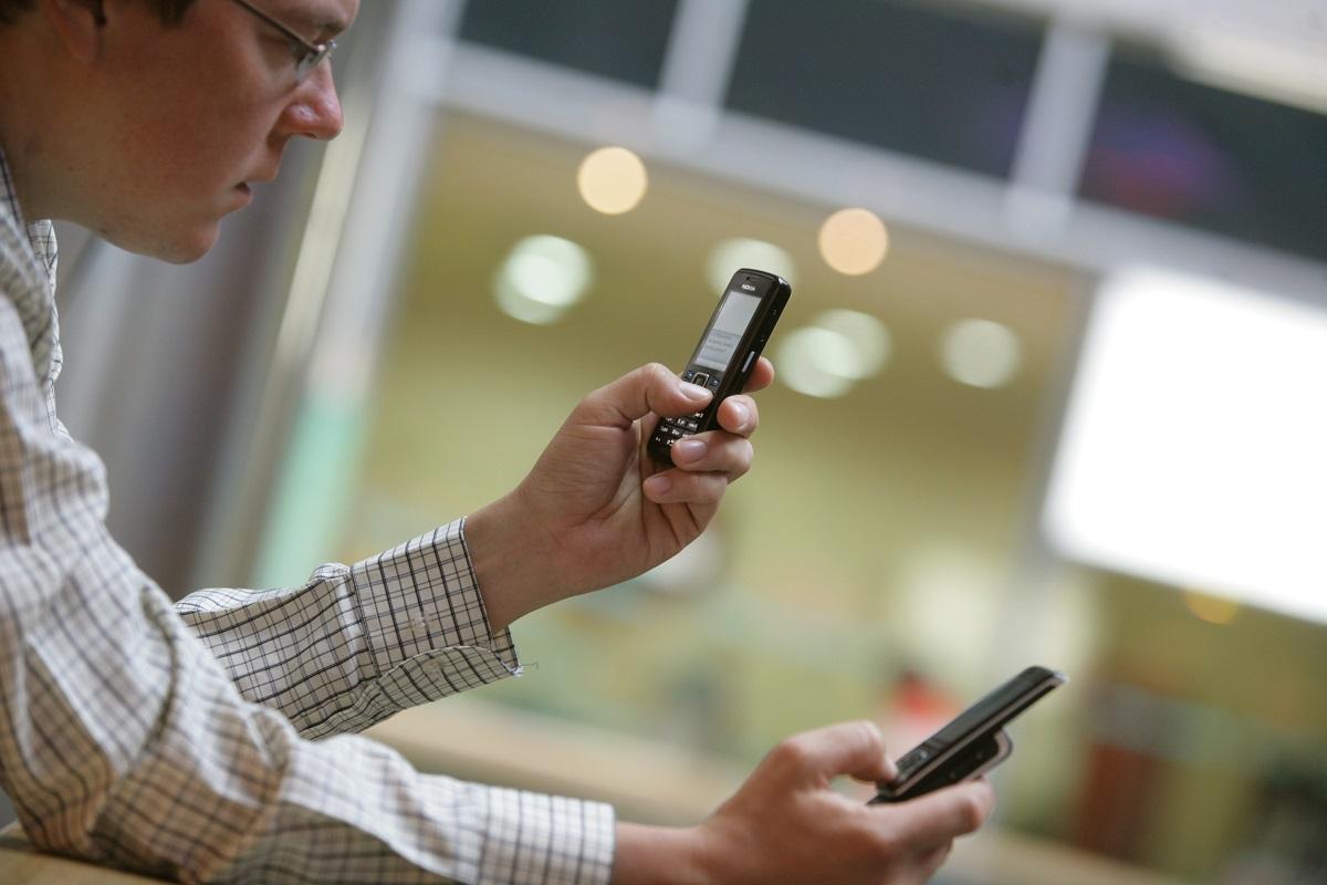 Warto oddzielić telefon służbowy od prywatnego. (fot. Andrzej Wawok, PTWP)