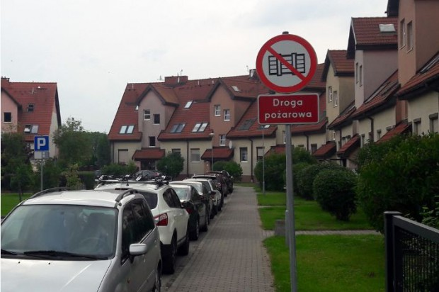 Droga pożarowa. Kiedy parkowanie tam może skończyć się mandatem?