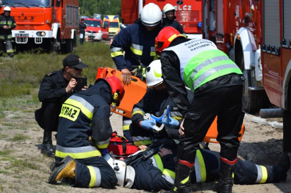 Łódzkie: Marszałek województwa przekazał po 100 tys. zł dla straży pożarnej i policji