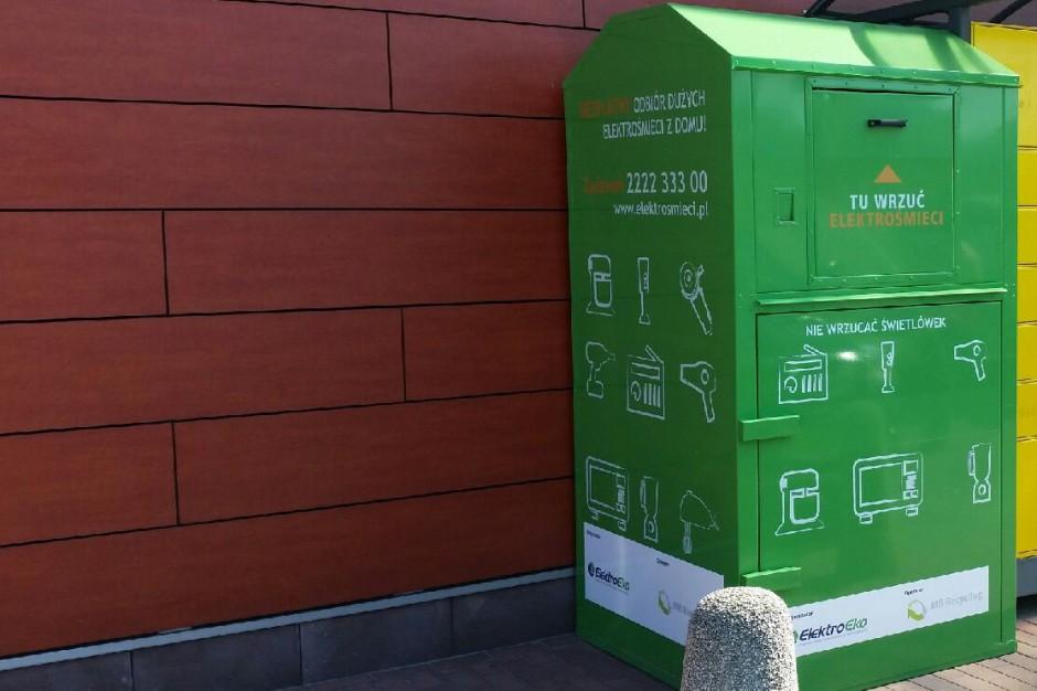 Ogólnodostępny pojemnik na elektrośmieci zamiast zbiórki raz w miesiącu