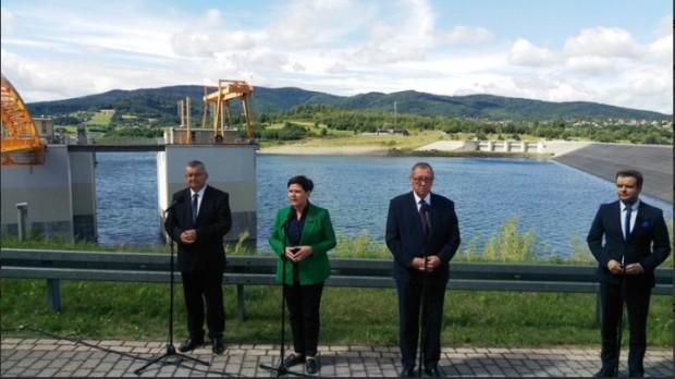 """Beata Szydło na otwarciu zbiornika Świnna-Poręba: """"Ma chronić region przed powodzią"""""""