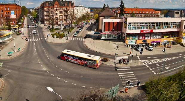 Jedna z centralnych arterii Zgorzelca, ul. Armii Krajowej, źródło: wikimedia.org/CC