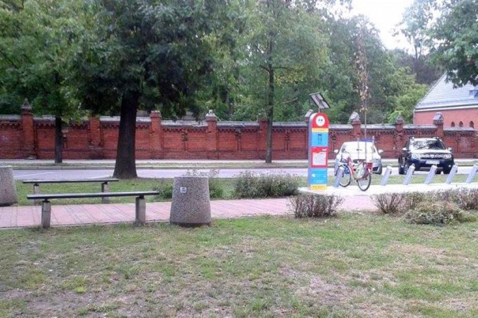 Miasto zdemontowało oparcia ławek. Mieszkańcy protestują