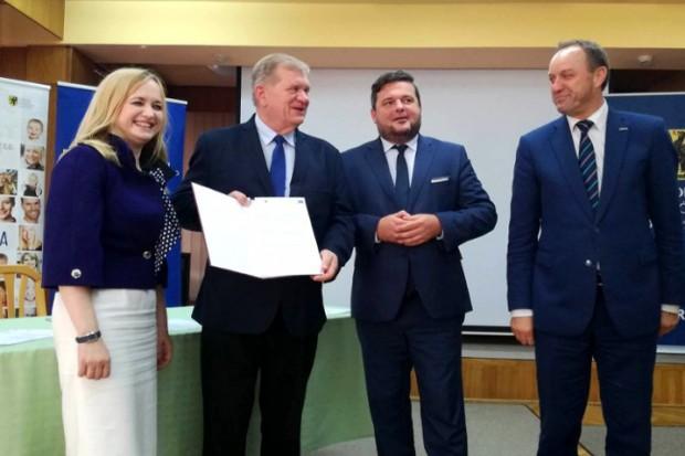 Podpisanie umowy (fot.pomorskie.pl)