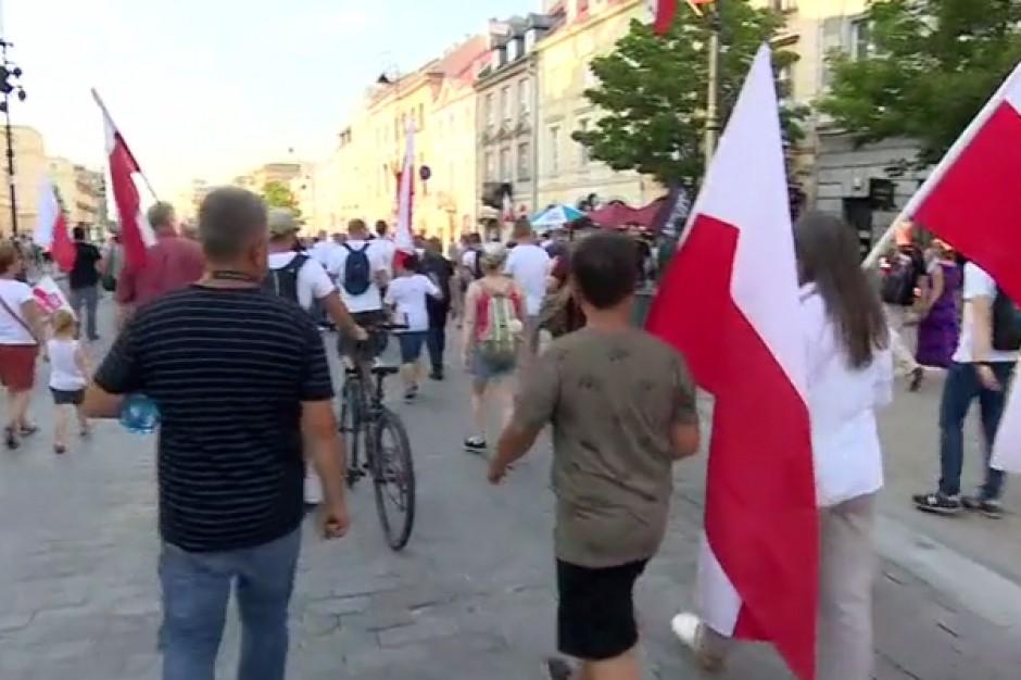 W Warszawie marsz środowisk narodowych z okazji rocznicy Powstania Warszawskiego