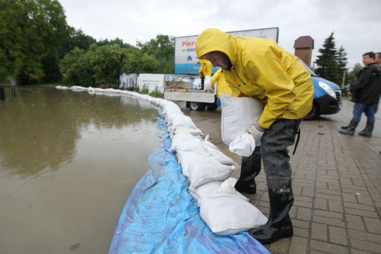 W Gdańsku ze skutkami intensywnych opadów walczyło 500 osób z kilkunastu służb. (fot. Grzegorz Mehring/gdansk.pl)