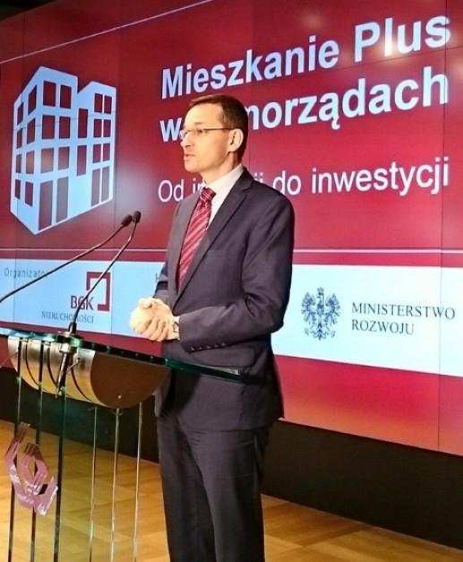 Wicepremier Mateusz Morawiecki, minister rozwoju w czasie jednej z prezentacji założeń programu Mieszkanie Plus w 2016 roku, źródło: Ministerstwo Infrastruktury/twitter.com