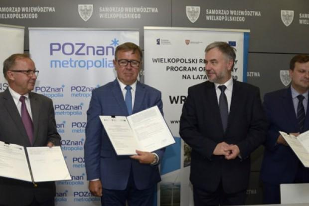 Podpisanie umów (fot.powiat.poznan.pl)