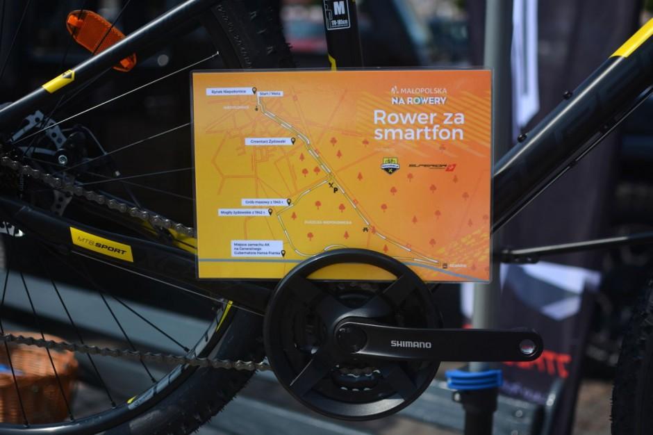Małopolski Urząd Marszałkowski zachęca do zamiany smartfona na przejażdżkę rowerem