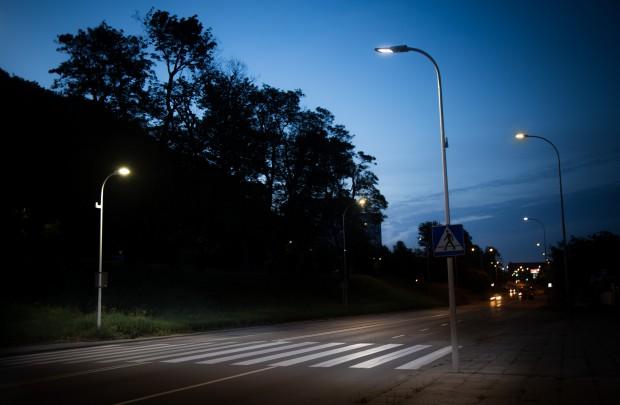 Gdańsk: inteligentne przejście dla pieszych samo rozpozna przechodnia i oświetli mu drogę