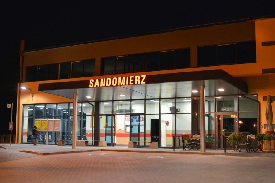 Sandomierz ma nowy dworzec autobusowy. Za zero złotych z miasta