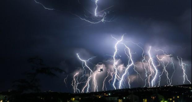 Burze: Ponad 20 tys. odbiorców bez prądu w północnej Polsce