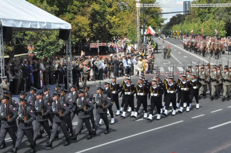 Warszawa: Nocna próba defilady przed świętem Wojska Polskiego