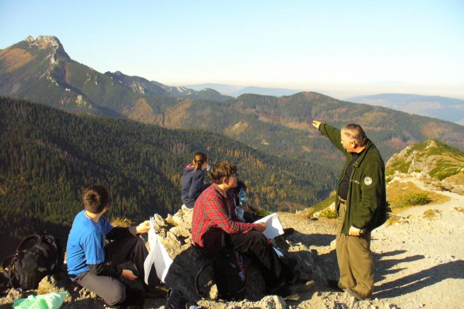 Długi weekend w Tatrach. Tłumy turystów, na szlakach trzeba stać w korkach