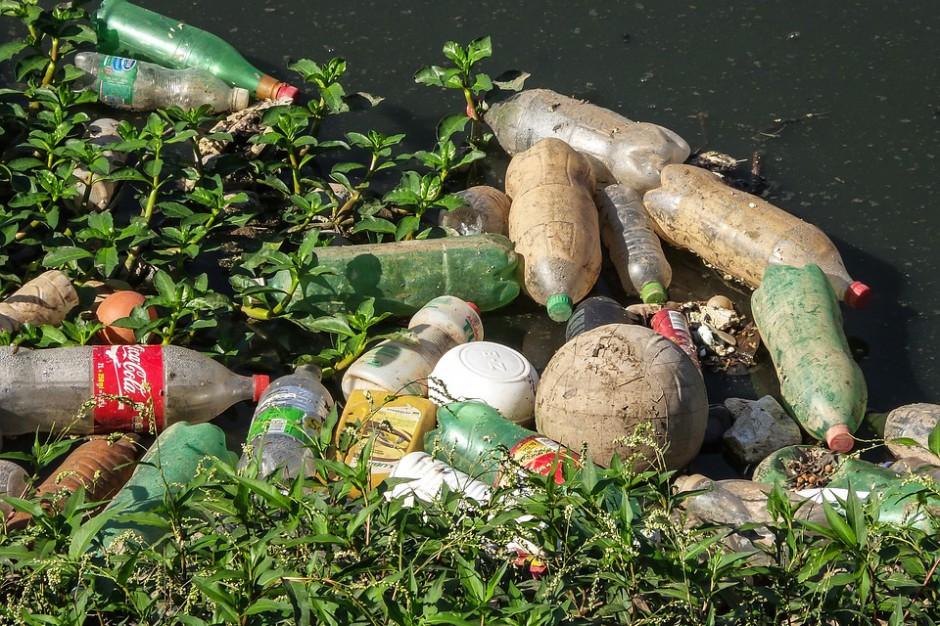 Kraków testuje nietypowy odkurzacz do sprzątania ulic. Zbiera kurz, niedopałki i butelki