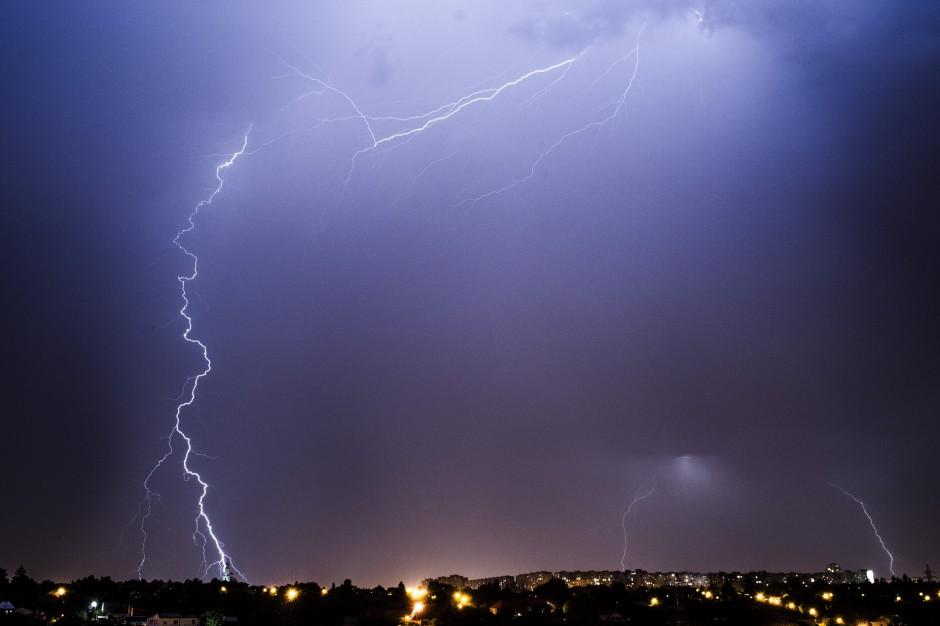 Burze i nawałnice: 2,3 tys. mieszkańców nadal bez prądu w kujawsko-pomorskim