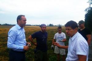 Marszałek odpowiada ministrowi: Gdy wygrzewał się na słońcu ja odwiedzałem gminy
