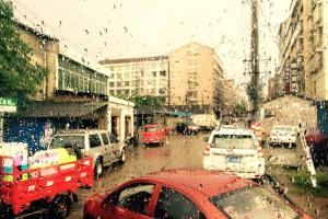 Zalane ulice i nieprzejezdne drogi po intensywnych deszczach