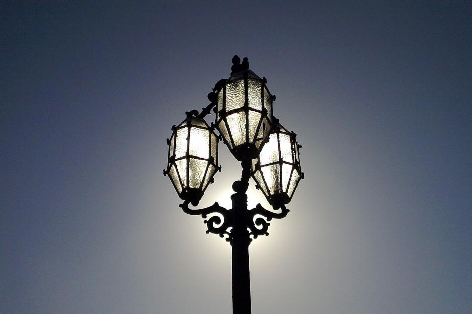 Samorządy będą płacić za za słupy oświetleniowe?