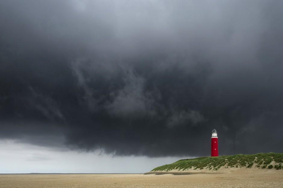 Pomorskie i zachodniopomorskie: Ostrzeżenie o burzach nad morzem