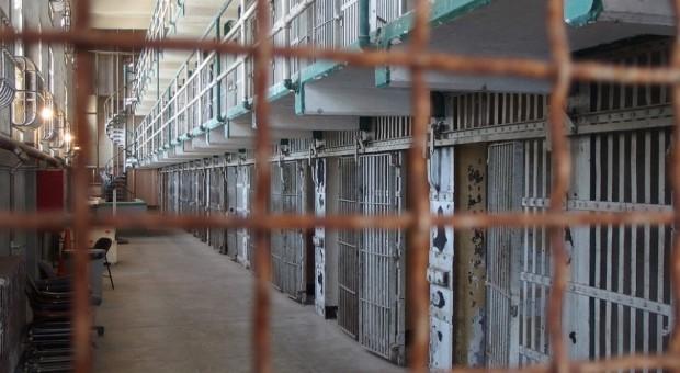 Praca: Samorządy coraz chętniej zatrudniają więźniów. Są korzyści