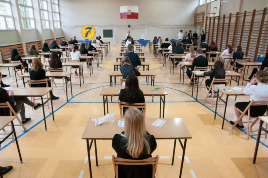 Rok szkolny 2017/2018: Prawie 5 mln uczniów zasiądzie w szkolnych ławach