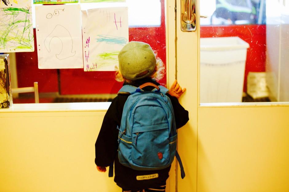 Tornistry uczniów za ciężkie. Rozwiązaniem byłyby szafki w szkołach