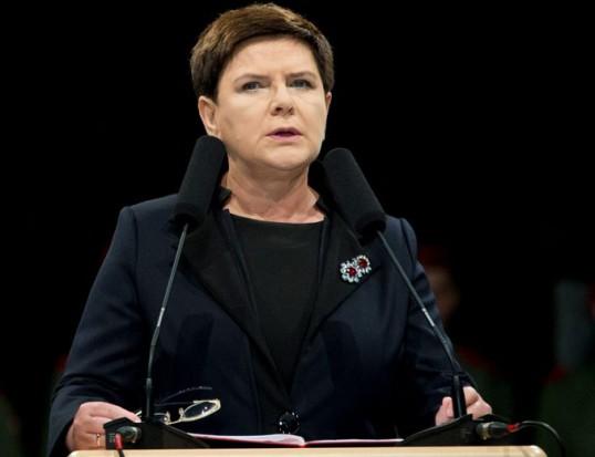 Beata Szydło: Pensje nauczycieli wzrosną w ciągu 3 lat o 15 proc. PO: to jałmużna