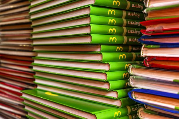 Uczniowie bez nowych podręczników. Szkoły nie mogą ich kupić