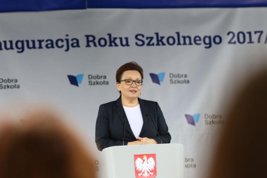 Anna Zalewska o braku podręczników: Mam nadzieje, że to sytuacje jednostkowe. Będziemy dzwonić do wydawców