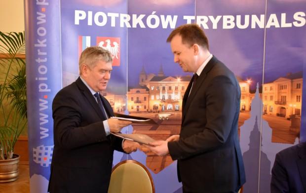 Umowę o współpracy pomiędzy Piotrkowem a Województwem Łódzkim podpisano w lutym br. (fot.piotrkow.pl)