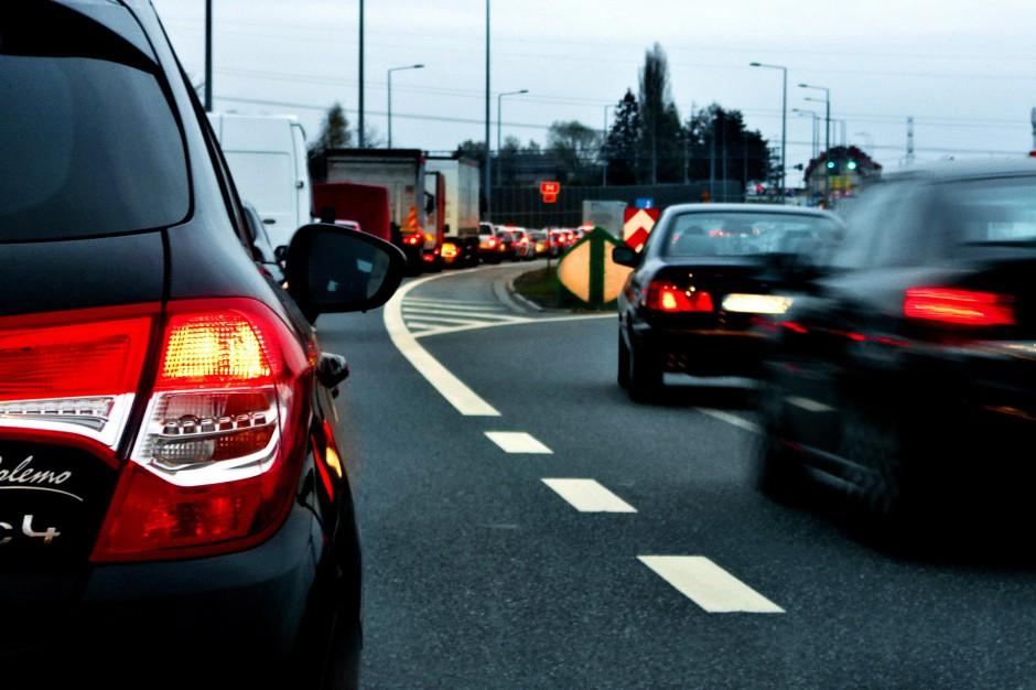 Wypadki na drogach: Utrudnienia w ruchu. Obwodnicy Krakowa zablokowana