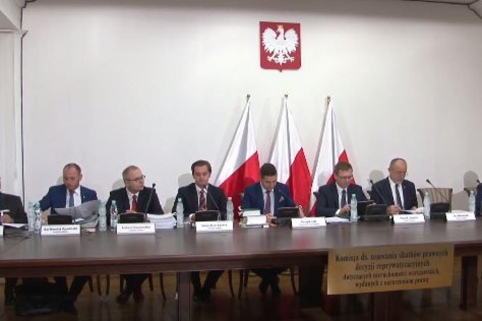 Reprywatyzacja Marszałkowskiej 43. Lokatorka, adwokat i pełnomocnicy przed komisją weryfikacyjną