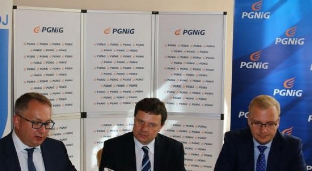 Porozumienie w Urzędzie Miasta podpisali 4 września 2017 r. Dariusz Reśko, Burmistrz Krynicy Zdrój i Henryk Mucha, Prezes PGNiG Obrót Detaliczny (fot.krynica-zdroj.pl)