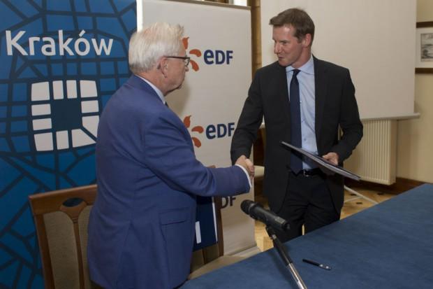 6 września władze Krakowa podpisały umowę z firmą EDF Polska, która pod tym kątem ma monitorować 673 obiekty (fot.krakow.pl)