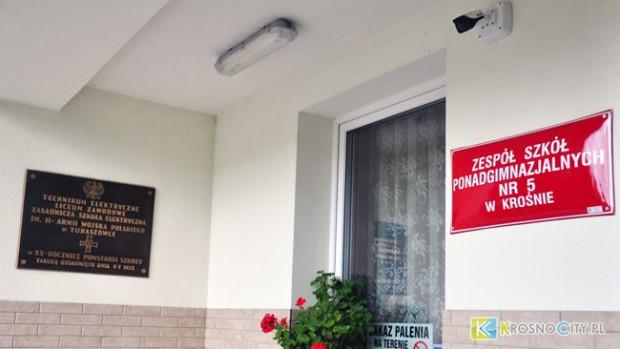 Ustawa dekomunizacyjna. Szkoła w Krośnie pozbawiona imienia. Stowarzyszenie protestuje