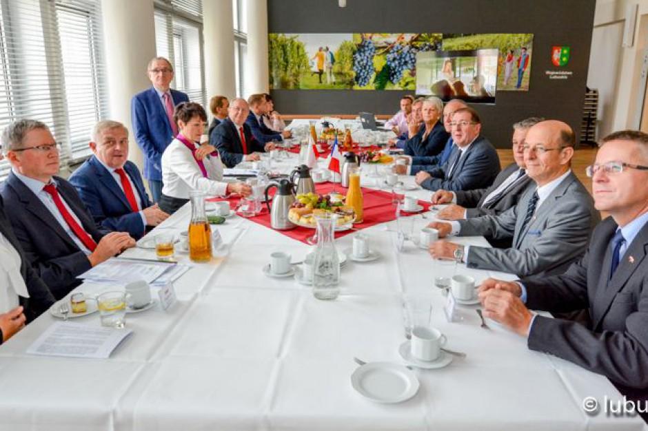 Lubuskie: Polityka senioralna i sprawy młodych wśród priorytetów władz regionu